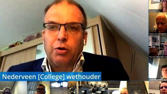 Bert Nederveen tijdens zijn digitale afscheid van de raad. Foto: Jan Been