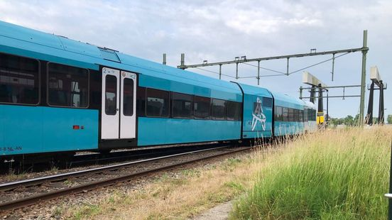 De ontspoorde trein. Foto: Elwin Baas